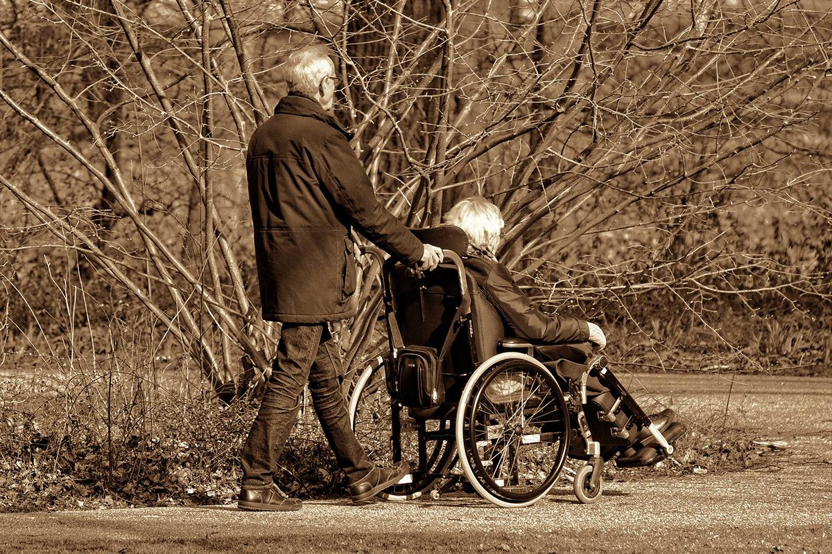 Anziano assistenza disabile